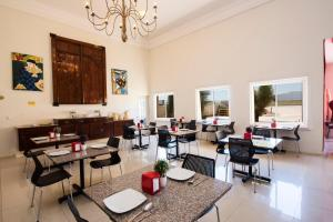A restaurant or other place to eat at Zar San Luis Potosi
