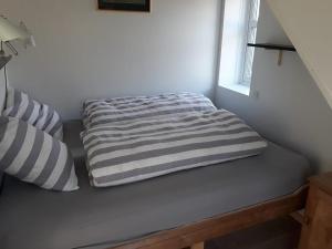 En eller flere senge i et værelse på Gásadalsgarður