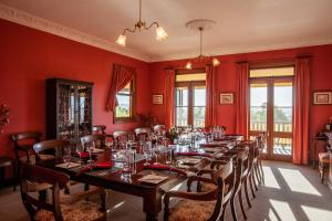 A restaurant or other place to eat at Mudgee Homestead Guesthouse