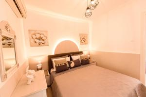 A bed or beds in a room at Oasis 2