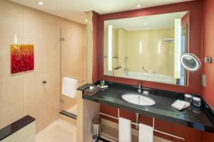 A bathroom at Hilton Warsaw City Hotel