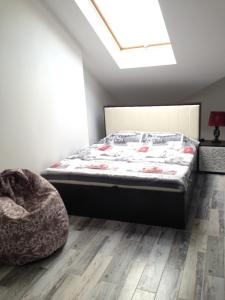 A bed or beds in a room at Apartment on Turisticheskaya