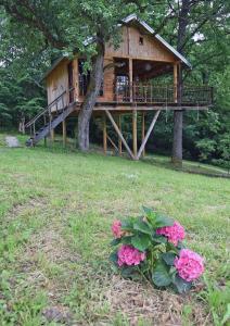Vrt u objektu Treehouse Resnice -Mrežnica