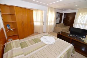 Cama ou camas em um quarto em Mirador Praia Hotel