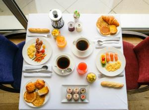 Breakfast options available to guests at Sofitel Biarritz Le Miramar Thalassa