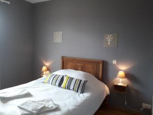 Un ou plusieurs lits dans un hébergement de l'établissement Hotellerie La Borie