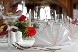 Ein Restaurant oder anderes Speiselokal in der Unterkunft Schloss Hotel Holzrichter