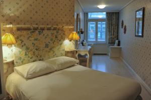Een bed of bedden in een kamer bij Hotel Imperial