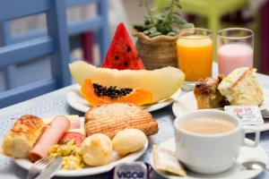 Breakfast options available to guests at Pousada Cabore