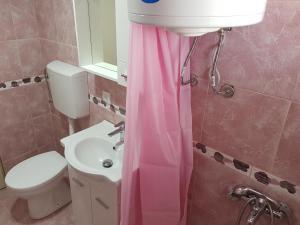Ein Badezimmer in der Unterkunft Guest House Dragomir