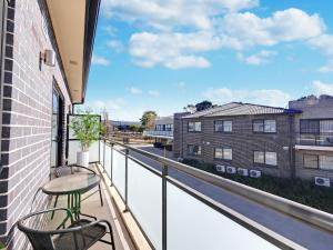 A balcony or terrace at Value Suites Penrith