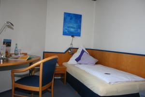 Ein Bett oder Betten in einem Zimmer der Unterkunft Landhotel Sonnenbühl