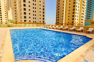 The swimming pool at or near Two Bedroom Apartment - Bahar 4