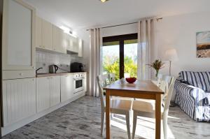 Kuchnia lub aneks kuchenny w obiekcie Apartamenty Nad Morzem