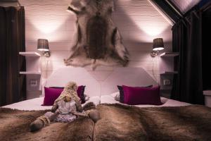 Säng eller sängar i ett rum på Santa's Hotel Aurora & Igloos