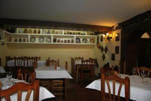 A restaurant or other place to eat at Posada Tintes