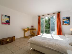 A bed or beds in a room at Spacious Villa in La Gaude with Swimming Pool