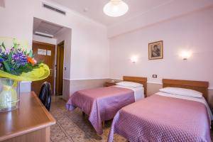 A bed or beds in a room at Hotel Casa Tra Noi