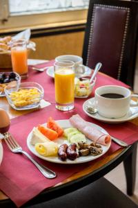 Breakfast options available to guests at Hôtel De Castiglione