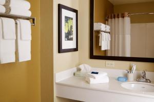 A bathroom at Extended Stay America - Bakersfield - California Avenue