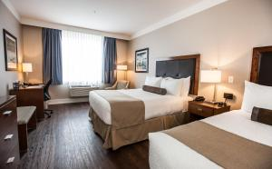 A bed or beds in a room at Best Western Plus Revelstoke