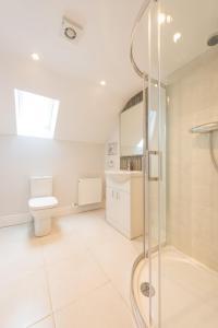 A bathroom at Diamond House Apartments