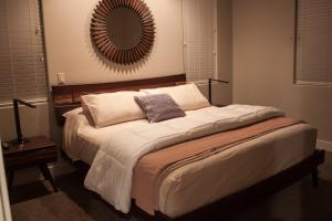 A bed or beds in a room at Red Rock Villa