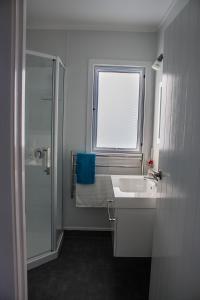 A bathroom at Selahmoor Cottage