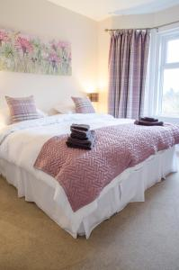A bed or beds in a room at White Cottage St. Andrews