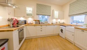 A kitchen or kitchenette at White Cottage St. Andrews
