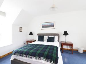 A bed or beds in a room at Dunnottar Woods House, Stonehaven