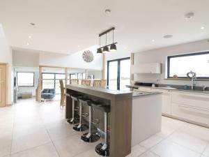 A kitchen or kitchenette at Knowehead Bothy, Insch