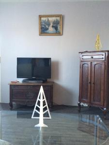 A television and/or entertainment center at Chez Madame Titus