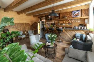 The lounge or bar area at Giewont Aparthotel