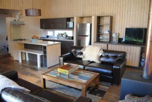 A kitchen or kitchenette at Casa Negra Nevados de Chillan