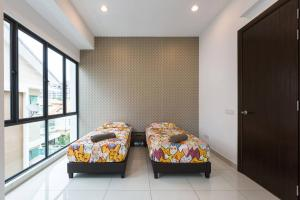 A bed or beds in a room at Spacious Nice Fitted Spice Villa
