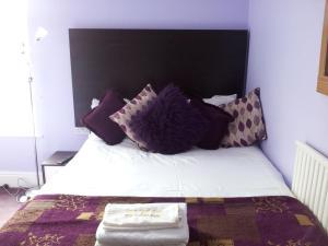A bed or beds in a room at M and J Guest House