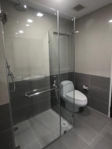 Ванная комната в Baan View Viman
