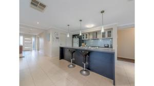 A kitchen or kitchenette at A TOUCH OF CLASS - PET FRIENDLY (OUTSIDE ONLY)