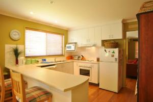 A kitchen or kitchenette at BEACHCROFT - INLET SIDE