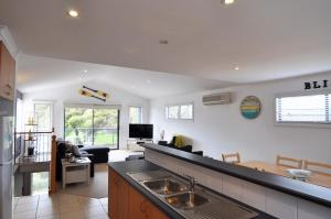 A kitchen or kitchenette at BLISS - CLOSE TO TOWN