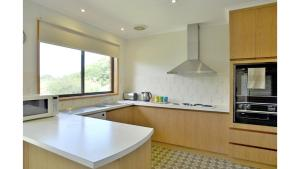 A kitchen or kitchenette at FAMILY RETREAT ON ANDERSON