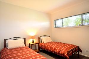 A bed or beds in a room at FLYING COLOURS - FREE WIFI!