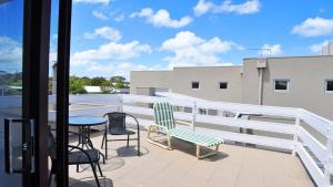 A balcony or terrace at GETAWAY ON GARDEN - FREE WIFI - PET FRIENDLY (OUTSIDE ONLY)
