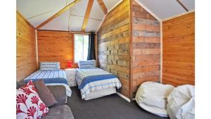 A bed or beds in a room at MY FAIR LADY - EXTERNAL BATHROOM - PET FRIENDLY OUTSIDE ONLY
