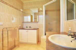 A bathroom at SEAHOLME - WIFI & FOXTEL