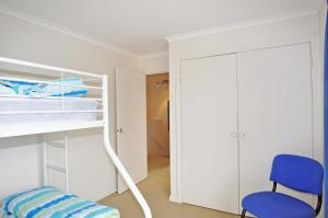 A bunk bed or bunk beds in a room at THE ESPLANADE 4 - FREE WIFI & FOXTEL INCLUDED