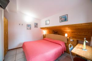 A bed or beds in a room at Il Roseto B&B