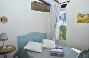 Ein Bett oder Betten in einem Zimmer der Unterkunft Un Mas en Ville
