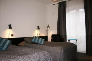 A bed or beds in a room at Taastrup Park Hotel
